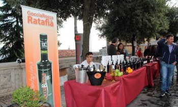 https://www.vinointorno.it/immagini_pagine/23-05-2017/1495561278-337-.jpg