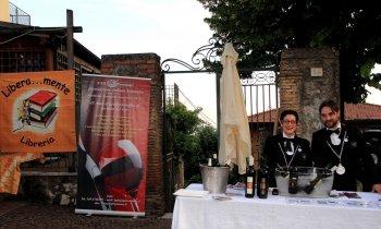 https://www.vinointorno.it/immagini_pagine/23-05-2017/1495561293-150-.jpg