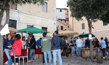 https://www.vinointorno.it/immagini_pagine/23-05-2017/1495561242-53-.jpg